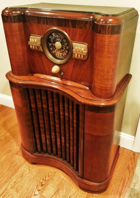 ZENITH Console Radio Model 8S463