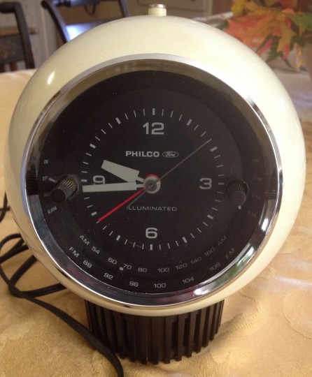 FORD PHILCO Clock Radio Model R666