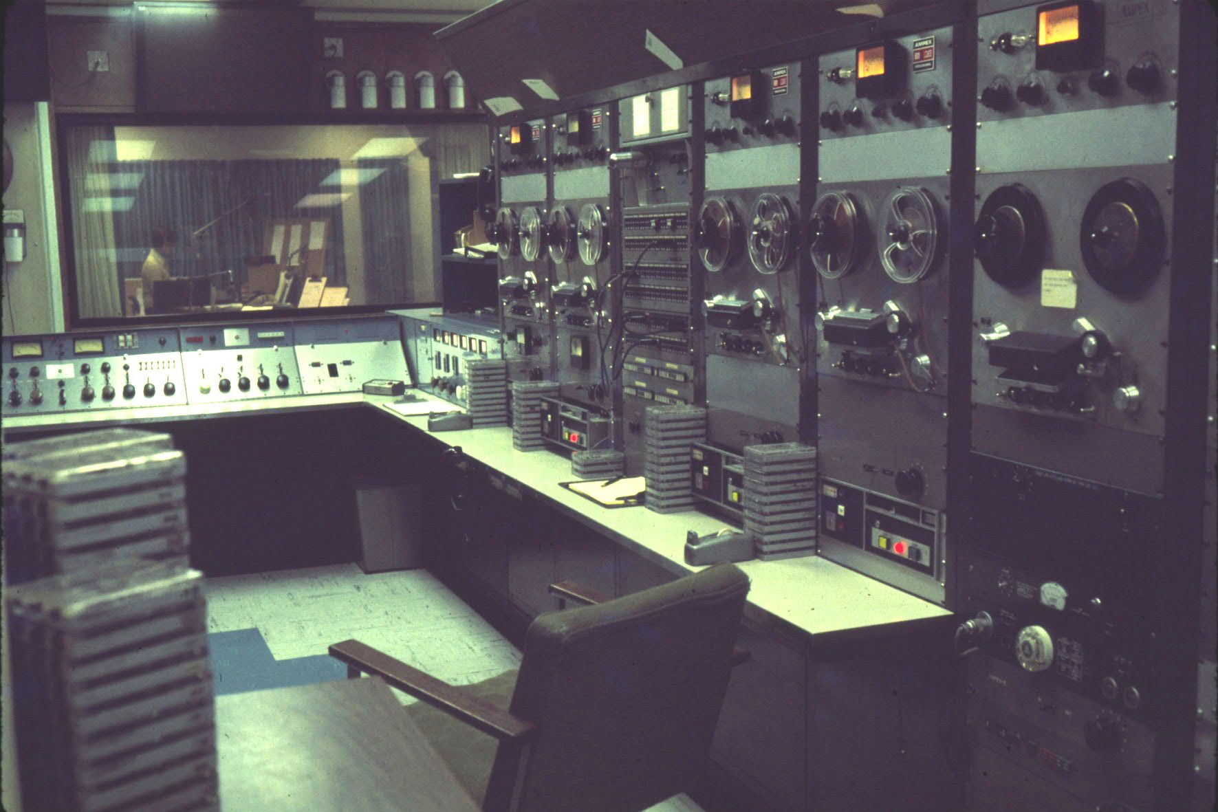 wcfl-dec_1975-master-control-looking-into-studio-a