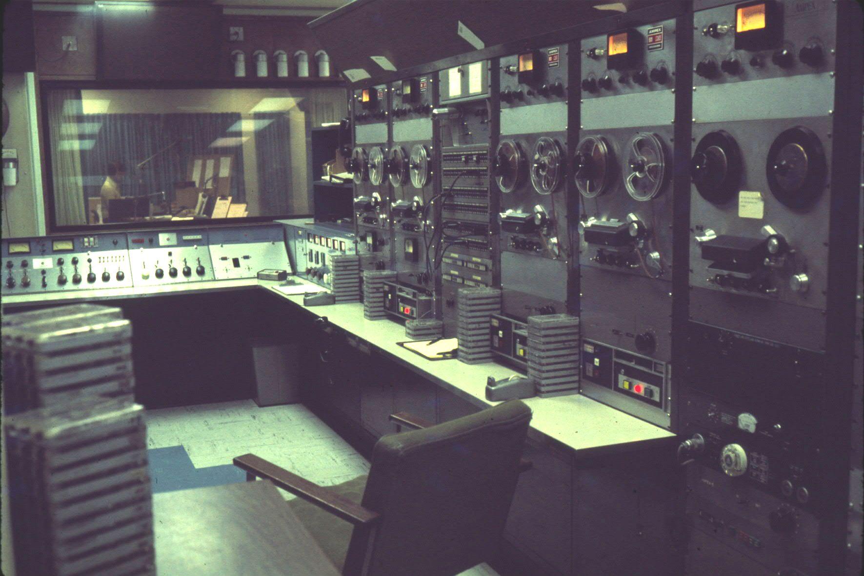 wcfl-dec_1975-master-control-looking-into-studio-a