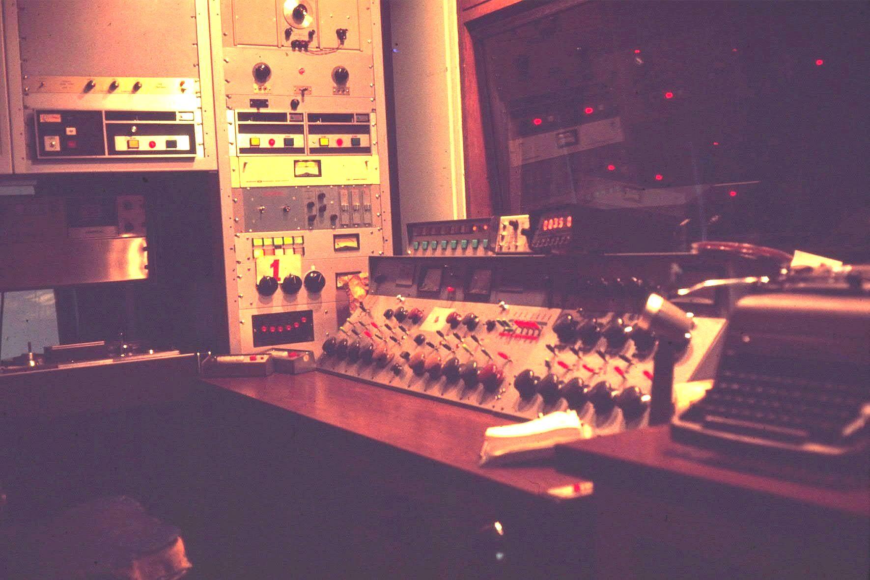 wcfl-march_1976-studio-b-control-room-lights-off-in-studio-b